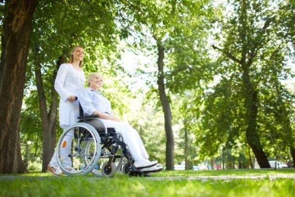 Les services à la personne recrutent: focus sur l'auxiliaire de vie
